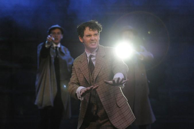 Sherlock Holmes auf spannender Fährtensuche im Dunkeln: Wo hat sich der Vierbeiner bloß versteckt?