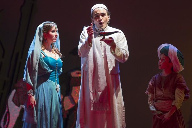 Premiere 08.11.2014 // Prinzessin (Paula Rummel), Aladin (Rodrigo Porras Garulo) & Der kleine Muck (Lukas Gosch)
