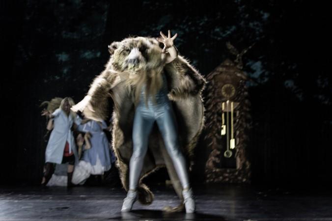 """Berit Jentzsch als Glasmaennlein in """"Das kalte Herz"""" im Schauspielhaus Stuttgart."""