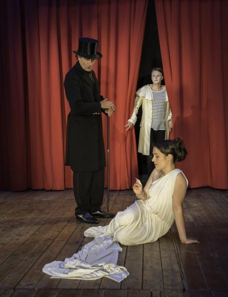 """On Stage in """"Kinder des Olyp"""": Ulrich Zentner, Philipp Moschitz und Judith Toth."""