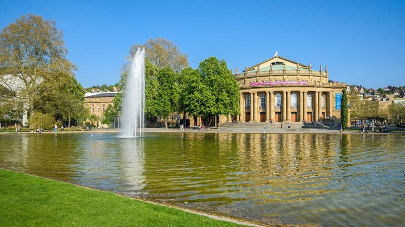 Stuttgart geht hier mit gutem Beispiel voran, denn längst nicht alle Opernhäuser oder Theater in Deutschland bieten einen virtuelle Sitzplan als Orientierung an. (#01)