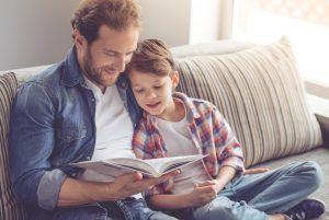 """Die Beantwortung der Frage """"Was ist literarische Sozialisation?"""" schließt die Betrachtung der Einfluss nehmenden Instanzen wie etwa der Familie mit ein. (#1)"""