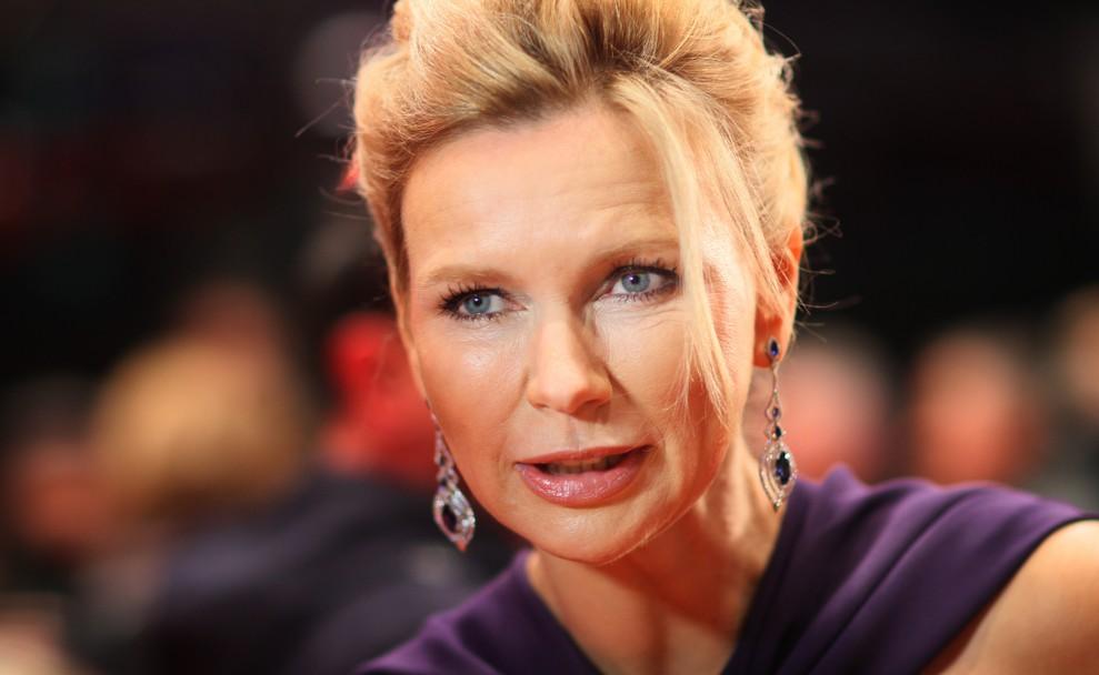 Wenn Schauspielerinnen rülpsen, dann muss es authentisch und vor allem gekonnt sein - dieser Meinung ist zumindest Veronica Ferres. (#1)