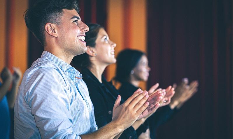 Es gibt verschiedene Arten des Unternehmenstheaters.  ( Foto: Shutterstock-Pitchayaarch Photography)